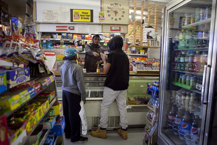 20151223 Healthy Corner Stores_Berkeley,Oakland_EB02w